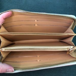 Louis Vuitton Bags - Authentic Louis Vuitton Monogram zippy wallet